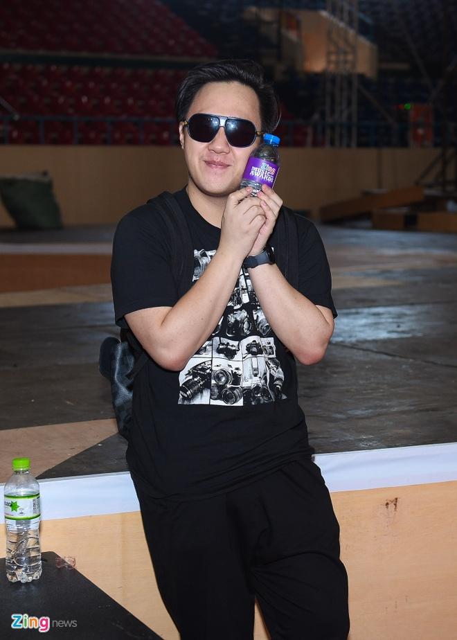 Tran Thanh di xe sang tap Zing Music Awards hinh anh 10