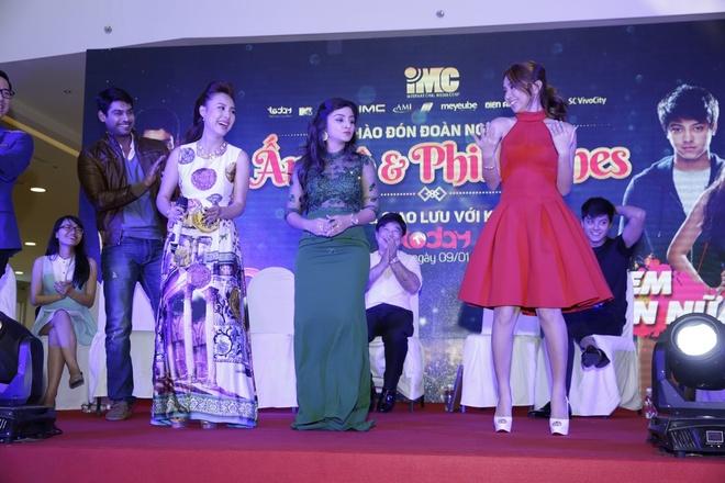 Fan Viet chen lan gap sao 'Co dau 8 tuoi' hinh anh 6