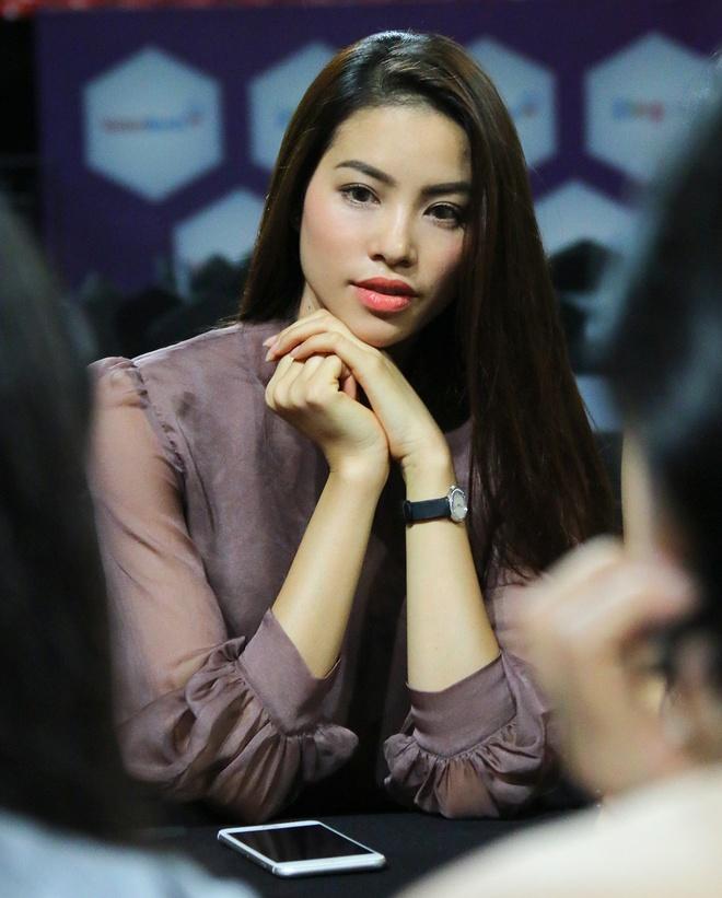 Hoa hau Pham Huong mac kin dao den tong duyet ZMA hinh anh 5