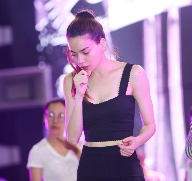 Hoa hau Pham Huong mac kin dao den tong duyet ZMA hinh anh 9