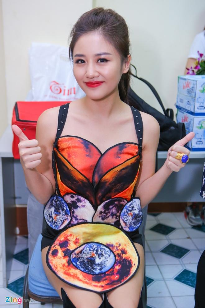 Toc Tien than thiet ben Thu Minh trong hau truong ZMA hinh anh 9