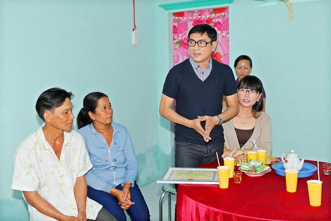 Hoang Phuc va vo xay nha cho nguoi ngheo an Tet hinh anh 2