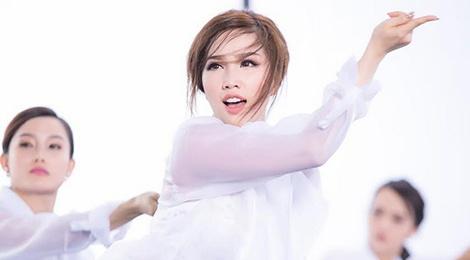 MV nhac phim cua Miu Le canh tranh Bao Thy tren BXH hinh anh