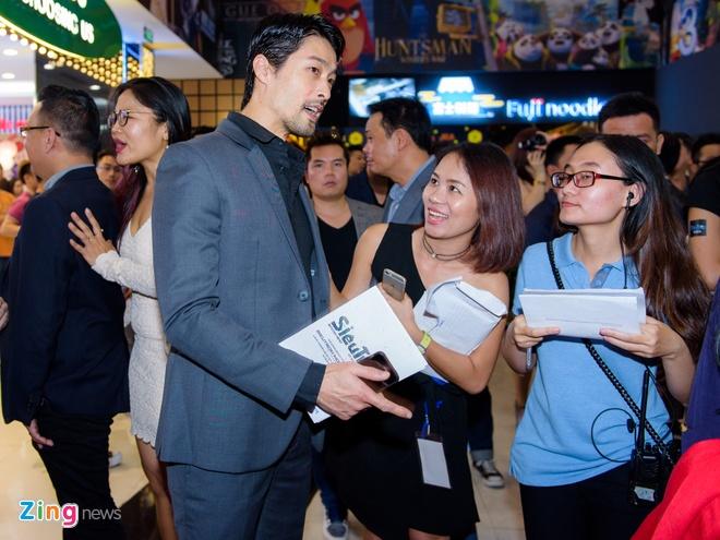 Johnny Tri Nguyen den du ra mat phim cua ban gai hinh anh 1