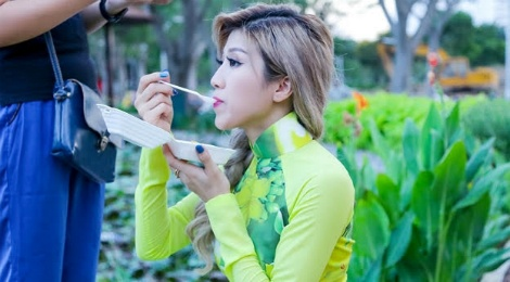 Trang Phap an voi khi thuc hien MV nhac xuan hinh anh