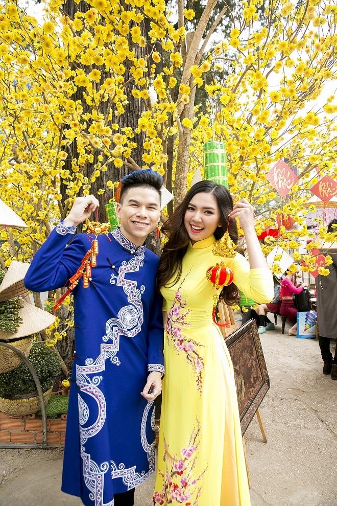 Hoang Ton va FB Boiz mac ao dai dao pho Tet hinh anh 7