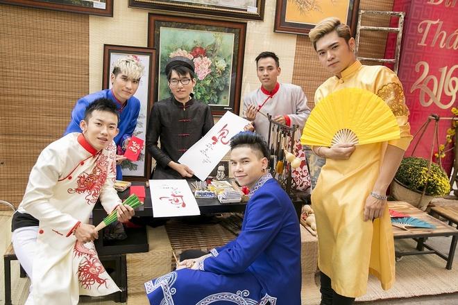Hoang Ton va FB Boiz mac ao dai dao pho Tet hinh anh 3