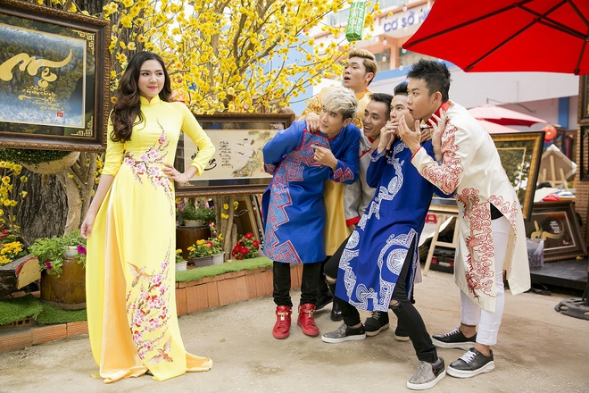 Hoang Ton va FB Boiz mac ao dai dao pho Tet hinh anh 2