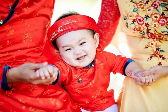 Gia dinh Khanh Thi - Phan Hien mac ao dai ruc ro du xuan hinh anh 4