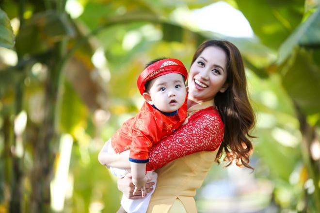 Gia dinh Khanh Thi - Phan Hien mac ao dai ruc ro du xuan hinh anh 5