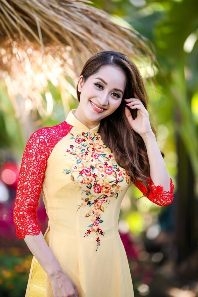 Gia dinh Khanh Thi - Phan Hien mac ao dai ruc ro du xuan hinh anh 6