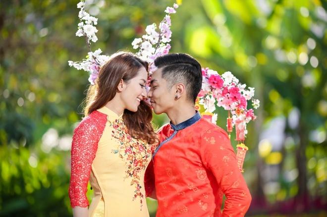 Gia dinh Khanh Thi - Phan Hien mac ao dai ruc ro du xuan hinh anh 7