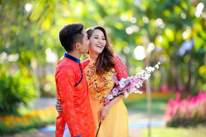Gia dinh Khanh Thi - Phan Hien mac ao dai ruc ro du xuan hinh anh 8