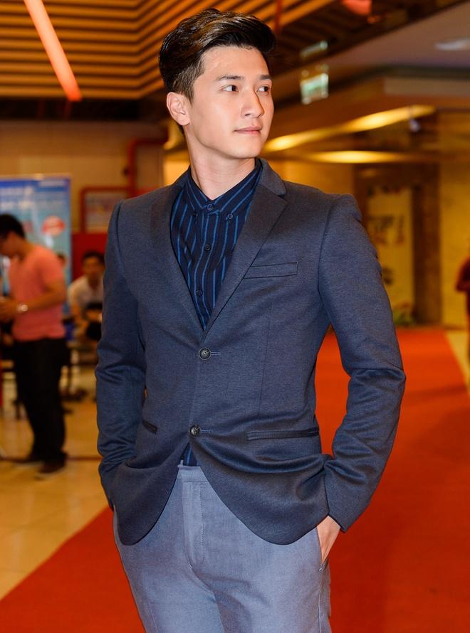 Kieu Trinh va con gai rang ro tren tham do ra mat phim hinh anh 3