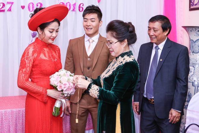 Le ruoc dau am cung cua MC Hong Phuong va 'hoang tu xiec' hinh anh 8