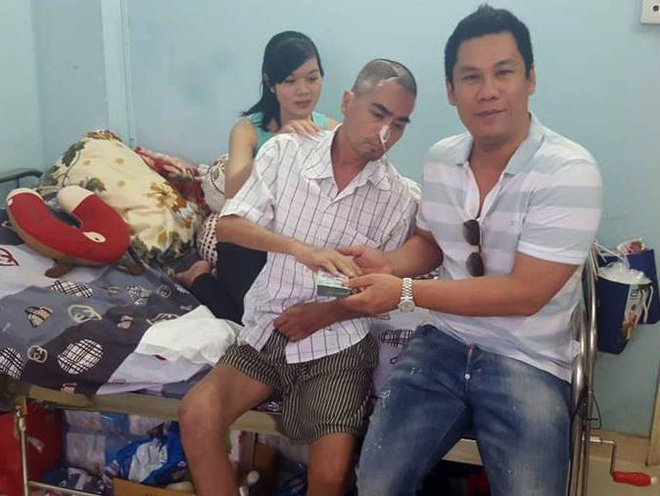 Chong Le Quyen trao 100 trieu dong cho Nguyen Hoang hinh anh 1