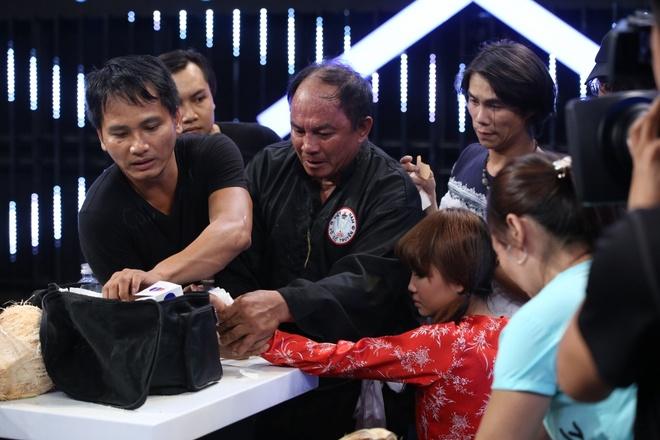 Tran Thanh lay tien tui tang 'quai kiet' lot dua bang rang hinh anh 11