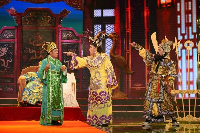Hong Van tu nguoi ban ca tro thanh hoang hau trong tieu pham hinh anh 3
