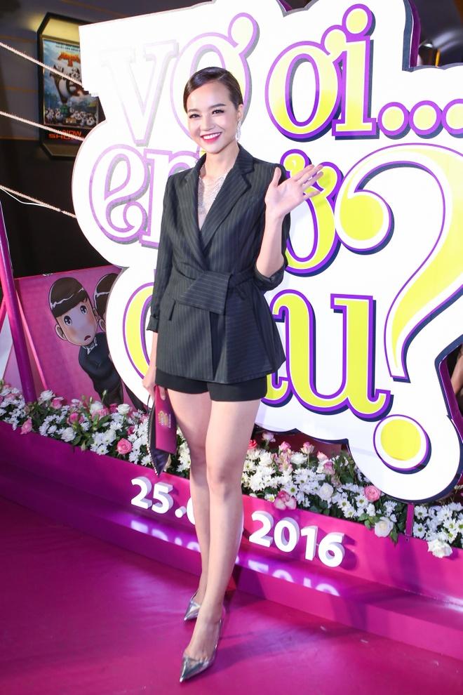 Thuy Tien rang ngoi ben Huy Khanh tren tham do hinh anh 7