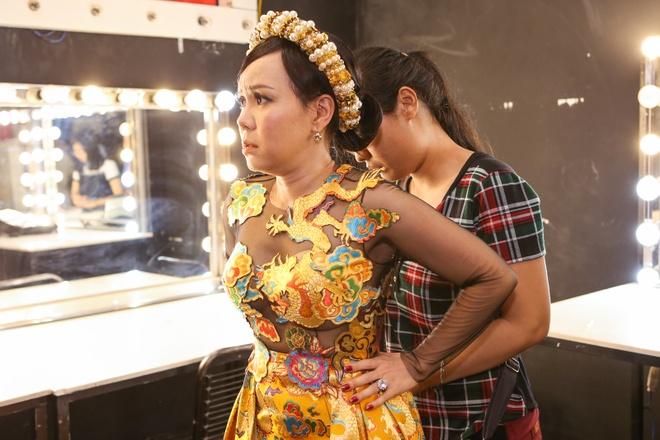 Trang Phap an voi truoc khi len san khau hinh anh 9