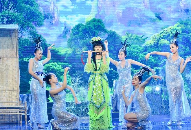 Thuy Nga cam dao ruot duoi Chi Tai trong tieu pham hai hinh anh 5
