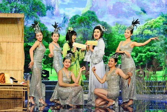 Thuy Nga cam dao ruot duoi Chi Tai trong tieu pham hai hinh anh 9