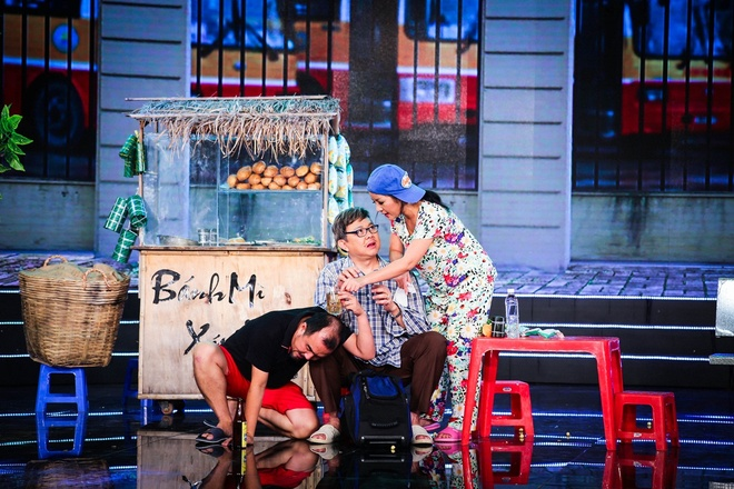 Thuy Nga cam dao ruot duoi Chi Tai trong tieu pham hai hinh anh 2