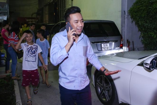 Ban trai kem tuoi ho tong Diep Lam Anh den truong quay hinh anh 5