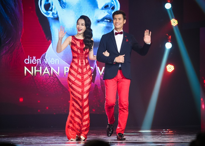 Chi Pu ke chuyen hon Nhan Phuc Vinh te ca moi tren san khau hinh anh 2
