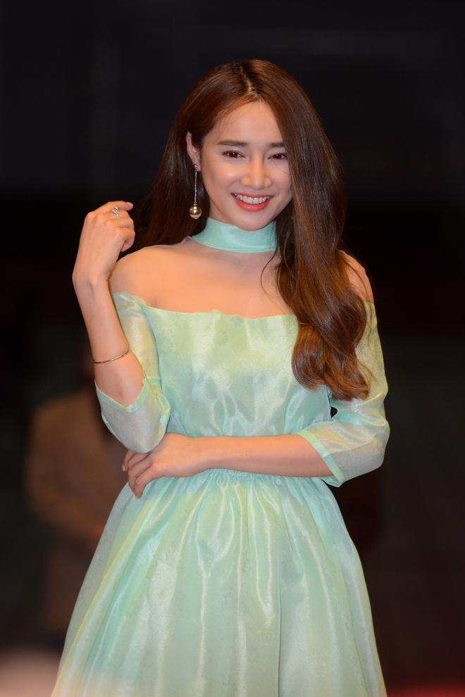 Nha Phuong tang giai thuong cho Truong Giang anh 1