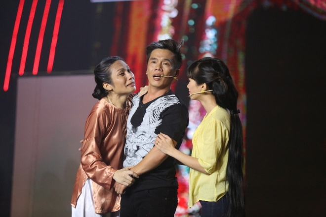 Hoai Linh bat khoc khi tam su nhung mat trai showbiz hinh anh 4