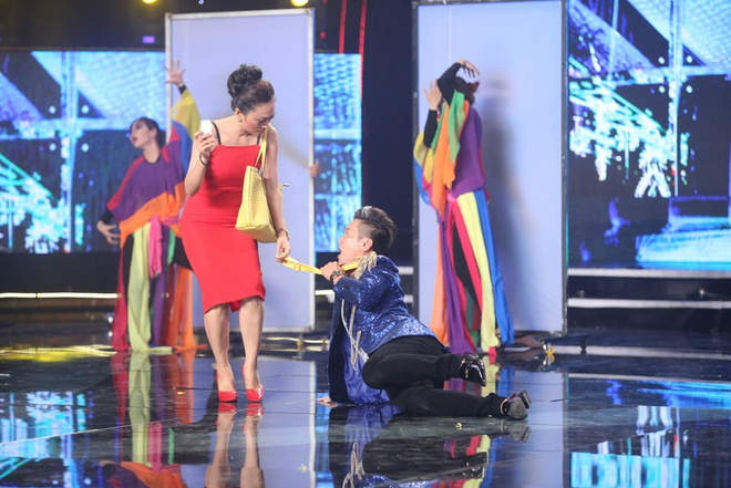 Hoai Linh bat khoc khi tam su nhung mat trai showbiz hinh anh 5