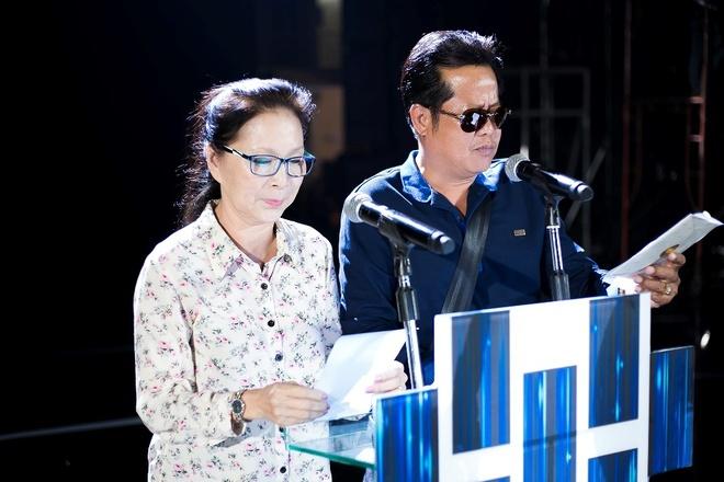Tran Thanh nhan 2 giai thuong HTV Awards 2016 hinh anh 4