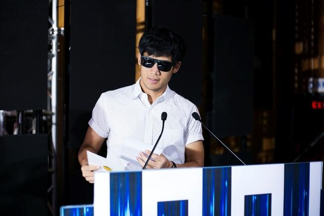 Tran Thanh nhan 2 giai thuong HTV Awards 2016 hinh anh 3
