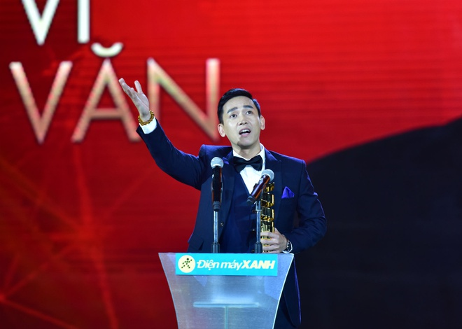 Tran Thanh nhan 2 giai thuong HTV Awards 2016 hinh anh 11