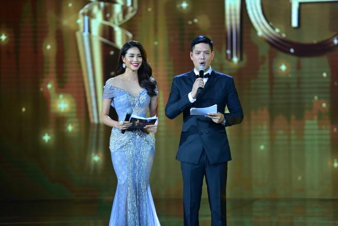 Tran Thanh nhan 2 giai thuong HTV Awards 2016 hinh anh 8