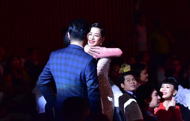 Tran Thanh nhan 2 giai thuong HTV Awards 2016 hinh anh 9