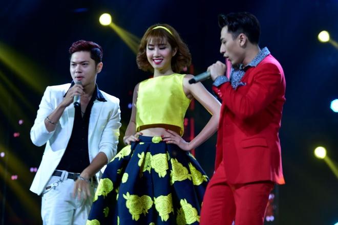 Tran Thanh nhan 2 giai thuong HTV Awards 2016 hinh anh 12