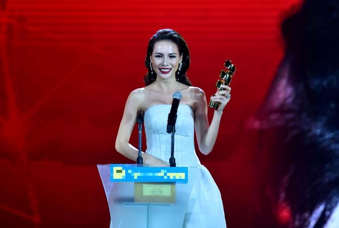Tran Thanh nhan 2 giai thuong HTV Awards 2016 hinh anh 13