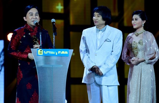 Tran Thanh nhan 2 giai thuong HTV Awards 2016 hinh anh 15