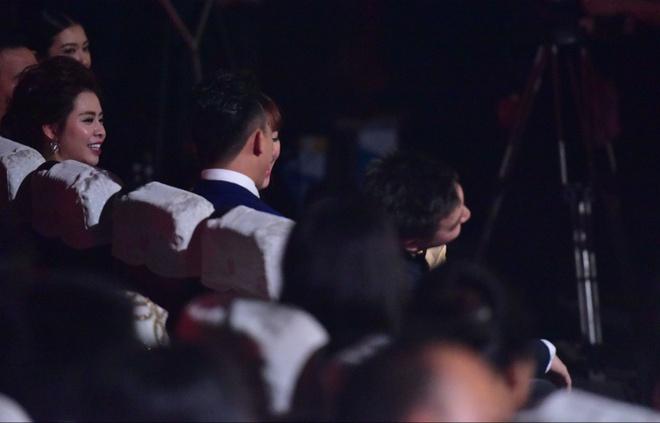 Tran Thanh nhan 2 giai thuong HTV Awards 2016 hinh anh 17