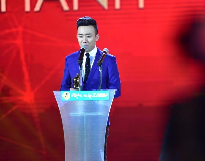 Tran Thanh nhan 2 giai thuong HTV Awards 2016 hinh anh 19