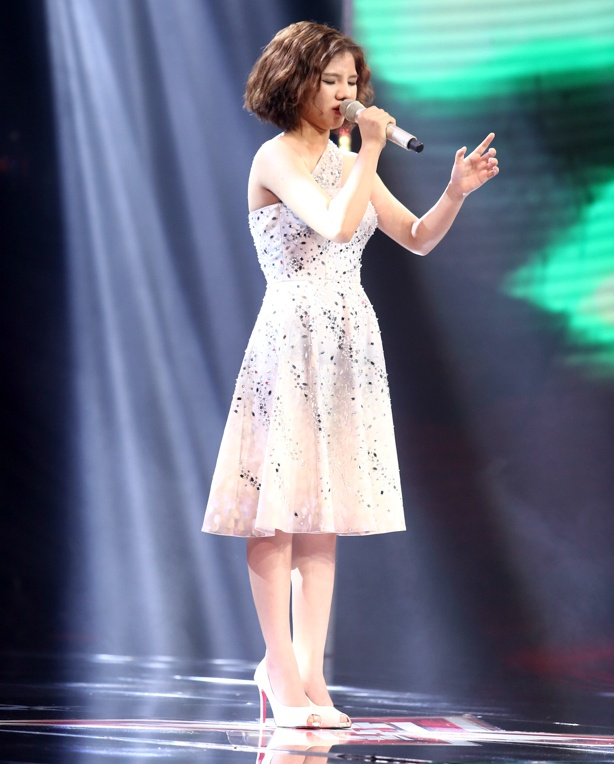 Nu sinh lop 11 lam nong X-Factor hinh anh 1