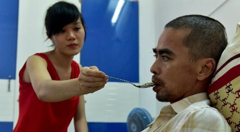 Vo chong dien vien Nguyen Hoang mo quan ca phe muu sinh hinh anh