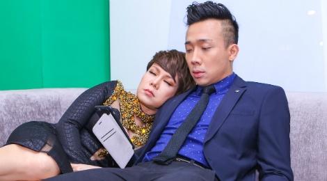 Viet Huong ngu tren vai Tran Thanh trong canh ga hinh anh