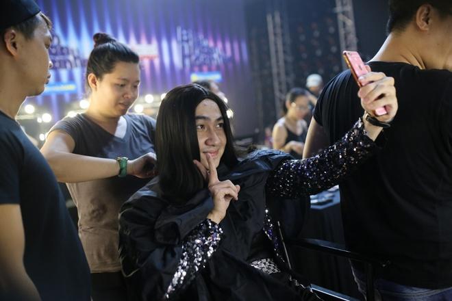 Tran Thanh benh vuc Hari Won khi ngoi ghe nong game show hinh anh 8