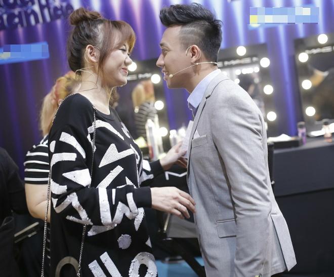 Tran Thanh benh vuc Hari Won khi ngoi ghe nong game show hinh anh 1