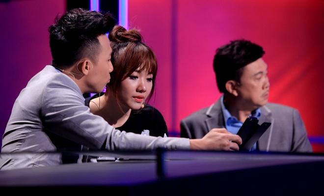 Tran Thanh benh vuc Hari Won khi ngoi ghe nong game show hinh anh 5
