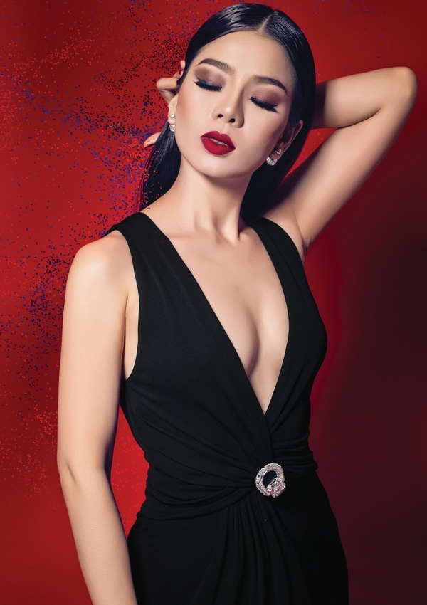 Album moi cua Phan Manh Quynh doi dau voi Le Quyen hinh anh 1