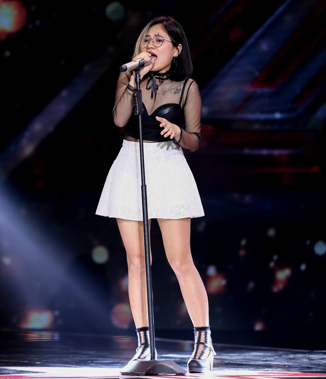 Nu sinh lop 11 tiep tuc lam chao dao giam khao X-Factor hinh anh 3